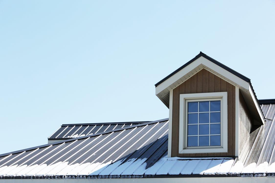Faut-il réparer ou remplacer votre toiture?